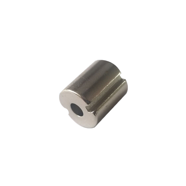 Hollow cylindrical magnets are slotted on the side
